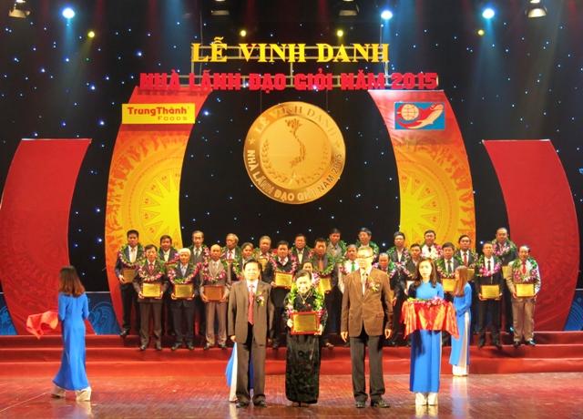 """BS.CK2 Lê Thị Hồng Hoa được tôn vinh là """"Nhà Lãnh đạo giỏi Việt Nam năm 2015"""""""